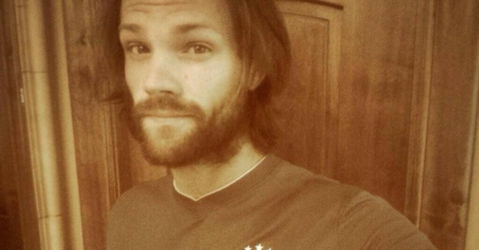 """4.jul.2014 - O ator Jared Padalecki, o Dean da série """"Gilmore Girls"""", vestiu a camisa da Seleção e postou foto no Facebook, torcendo pelo Brasil"""