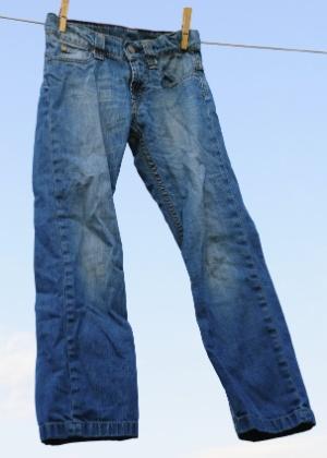 Lavagens e exposição solar com frequência podem detonar a calça jeans; aprenda a cuidar de peças do tipo - Thinkstock