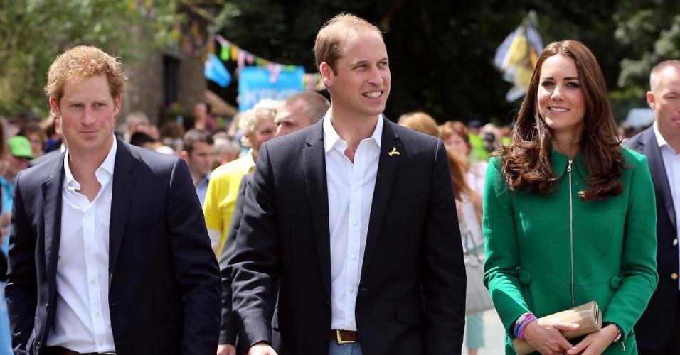 5.jul.2014 - Harry, William e Kate Middleton assistem aoTour de France em Yorkshire