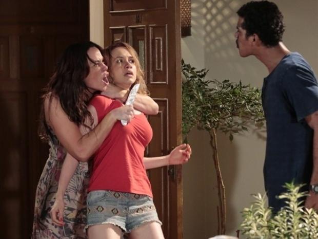 """""""Em Família"""": Em briga com Jairo, Juliana usa Janice como refém"""