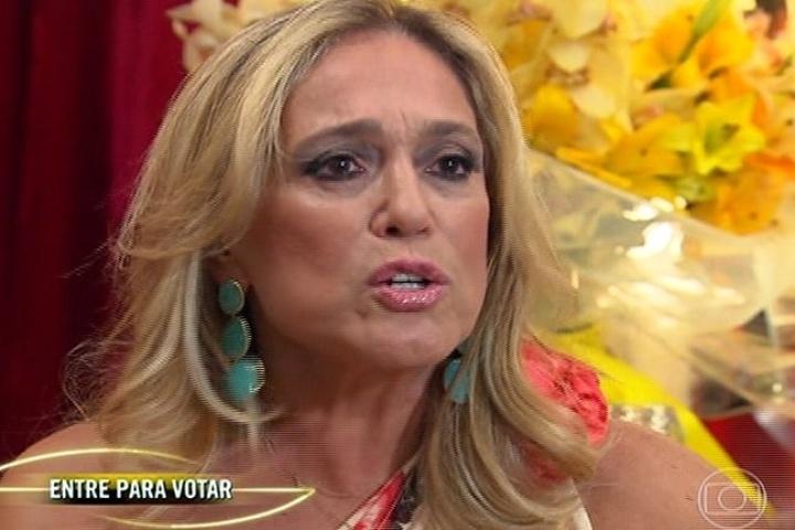 """6.jul.2014 - A atriz Suzana Vieira declara torcida pela banda Luan e Forró Estilizado no """"SuperStar"""""""