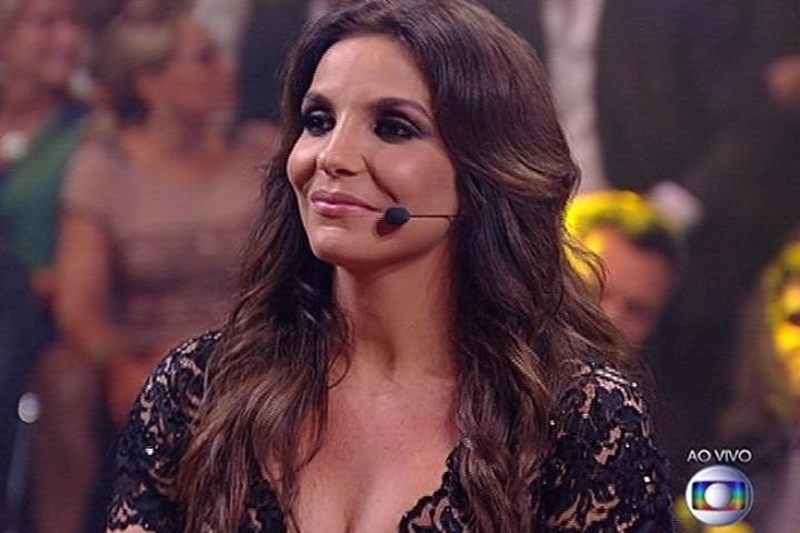 """6.jul.2014 - Ivete Sangalo elogia a apresentação da banda Jamz no """"SuperStar"""""""