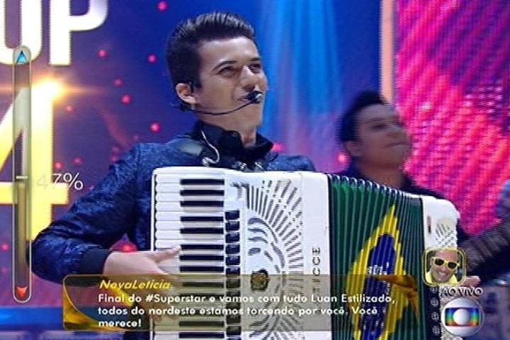 """6.jul.2014 - Luan e Forró estilizado se apresenta no """"SuperStar"""" e consegue 56% dos votos na final"""