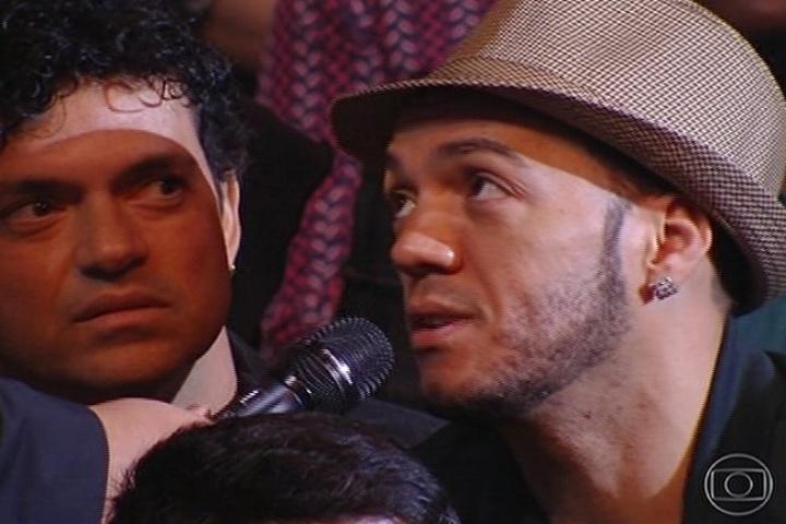 "6.jul.2014 - O cantor Belo declara sua torcida por Malta e Luan e Forró Estilizado na plateia do ""SuperStar"""