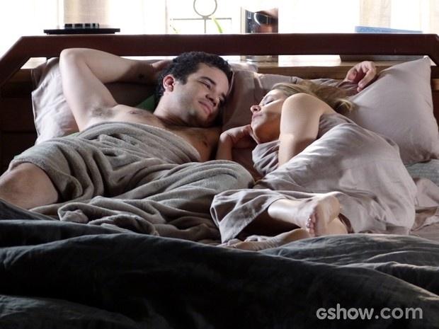 7.jul.2014 - Silvia bebe demais e acaba passando a noite com Felipe, que adora