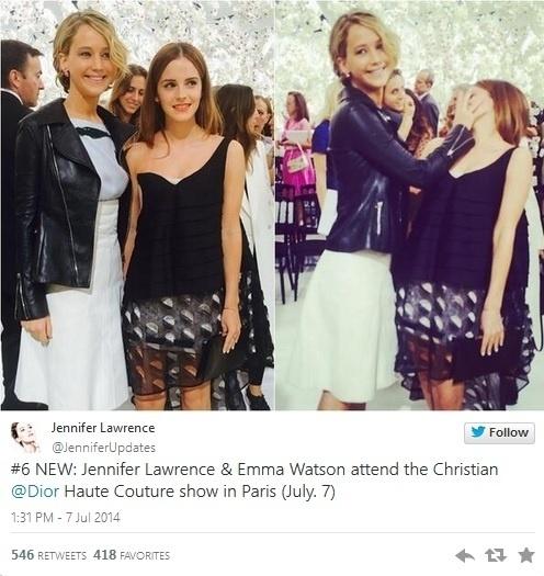 A atriz Jennifer Lawrence esconde o rosto de Emma Watson em foto tirada na entrada do desfile da grife Dior realizado na semana de moda de Paris
