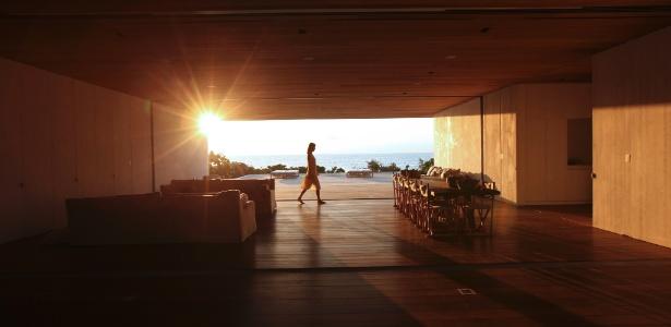 Da varanda da Casa nas Dunas, desenhada pelo arquiteto Chad Oppenheim, é possível ver o pôr do sol - Tony Cenicola/ The New York Times