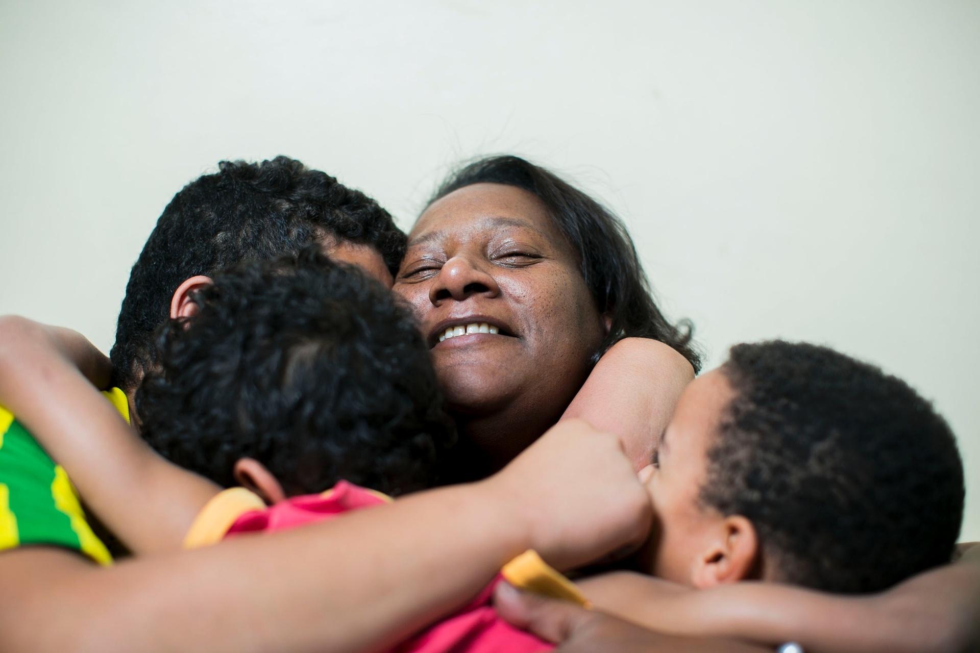 6590cdca Mães de abrigo' cuidam de crianças como se fossem filhos - 09/07 ...