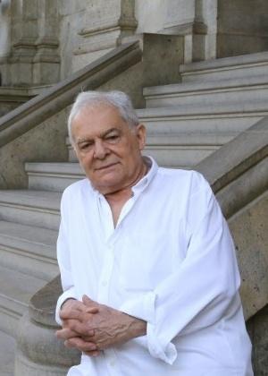 "4.jul.2014 - Othon Bastos no Parque Lage em entrevista sobre os 50 anos de ""Deus e o Diabo na Terra do Sol"""