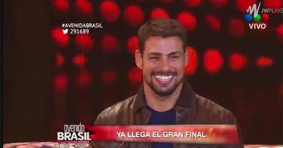 """7.jul.2014 - ´Cauã Reymond arranca gritos e suspiros das argentinas, que lotaram o Luna Park para acompanhar a final de """"Avenida Brasil"""""""