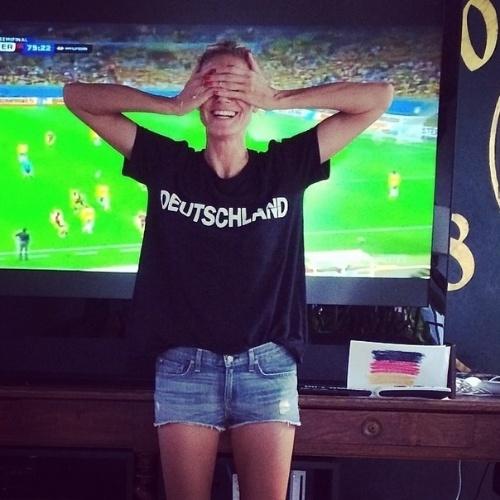 8.jul.2014 - A modelo alemã Heidi Klum se empolgou com a vit