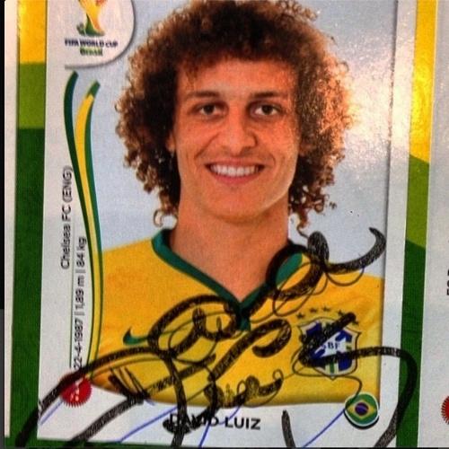 8.jul.2014 - Glenda Kozlowski homenageia o zagueiro David Luiz