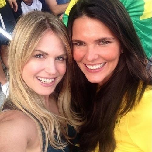 """8.jul.2014 - No estádio do Mineirão, em Belo Horizonte, para a partida entre Brasil e Alemanha, Susana Werner compartilhou no Instagram """"selfie"""" tirada ao lado de Daniella Sarahyba"""