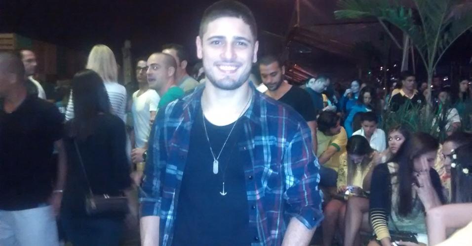 Roni de avenida brasil tietado por argentinas durante for Noticias famosos argentina