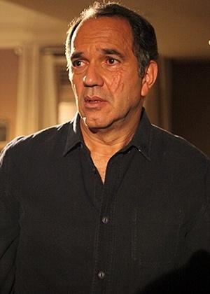 """Virgílio (Humberto Martins), da novela """"Em Família"""", ficou grande parte da novela com uma cicatriz no rosto feita por Laerte (Gabriel Braga Nunes) - Divulgação/Globo/Site """"Em Família"""""""