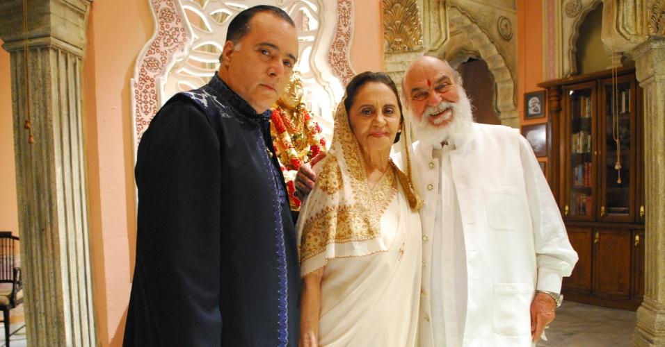 """Opash (Tony Ramos), Laksmi (Laura Cardoso) e Shankar (Lima Duarte) na novela """"Caminho das Índias"""""""