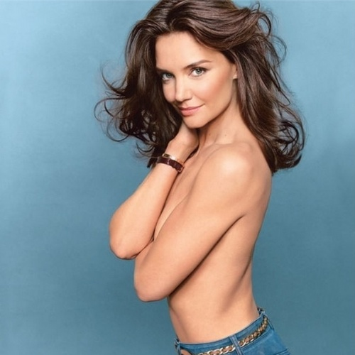 """9.jul.2014 - Katie Holmes posou de topless para a edição de agosto da revista americana """"Glamour"""""""