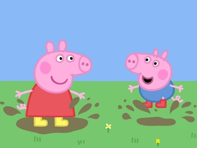 A brincadeira predileta de Peppa e George é pular poças de lama