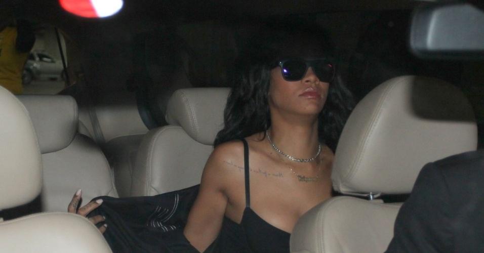 11.jul.2014 - Cantora Rihanna chega ao Brasil