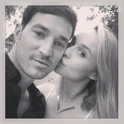 2014 - Becca Tobin e Matt Bendik em foto publicada pela atriz em seu Instagram