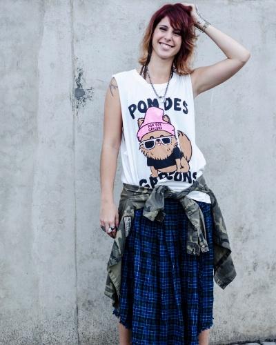 """BÁRBARA (Ana Rios) - Questionadora, a ativista é conhecida como Ruiva, abreviatura de """"Blond Block"""". Tenta mobilizar a escola de artes com seus ideais e tem no professor Edegard (Guilherme Piva) um grande aliado"""