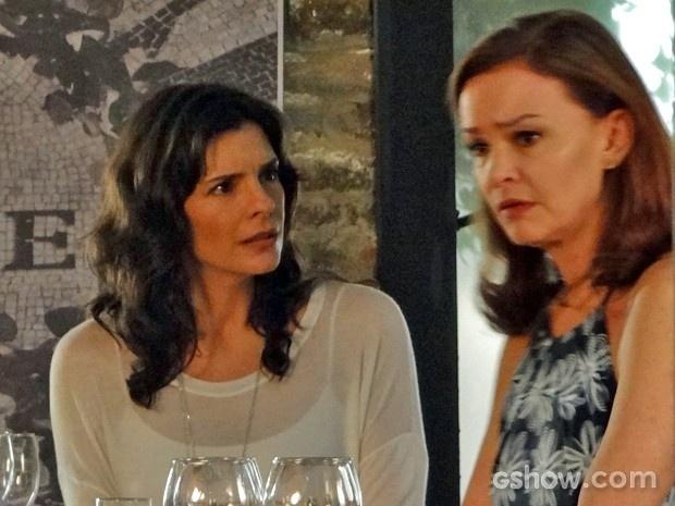 Helena conversa com Cadu e Verônica