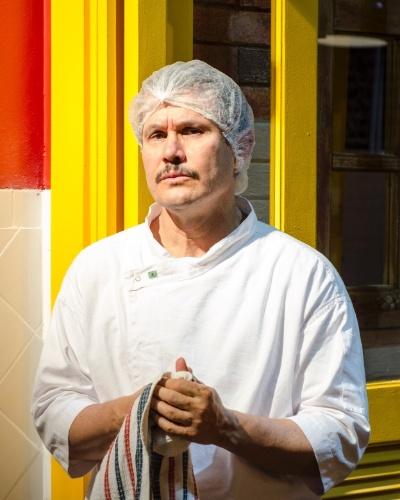 LINCOLN (Edmilson Barros) - Pai de Jefferson (Cadu Libonati) e marido de Rute (Josie Antello), ele trabalha no Perfeitão como cozinheiro. Impaciente e brigão é contra o sonho do filho de ser bailarino
