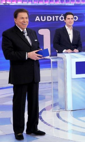 """Luiz Bacci participa do quadro """"Jogo das 3 Pistas"""" no programa Silvio Santos"""