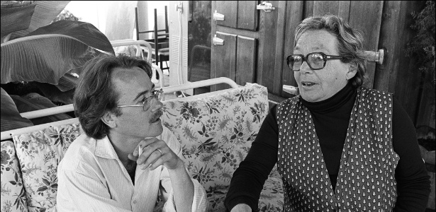O casal de escritores Yann Andréa e Marguerite Duras em 1981 - AFP/Gerard Fouet