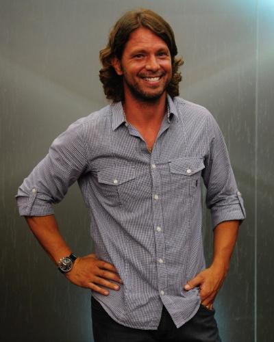 RENÊ (Mário Frias) - Ex-galã de TV, se perdeu na fama e destruiu o casamento com Dandara (Emanuelle Araujo), mãe de seu filho, o João (Guilherme Hamacek).