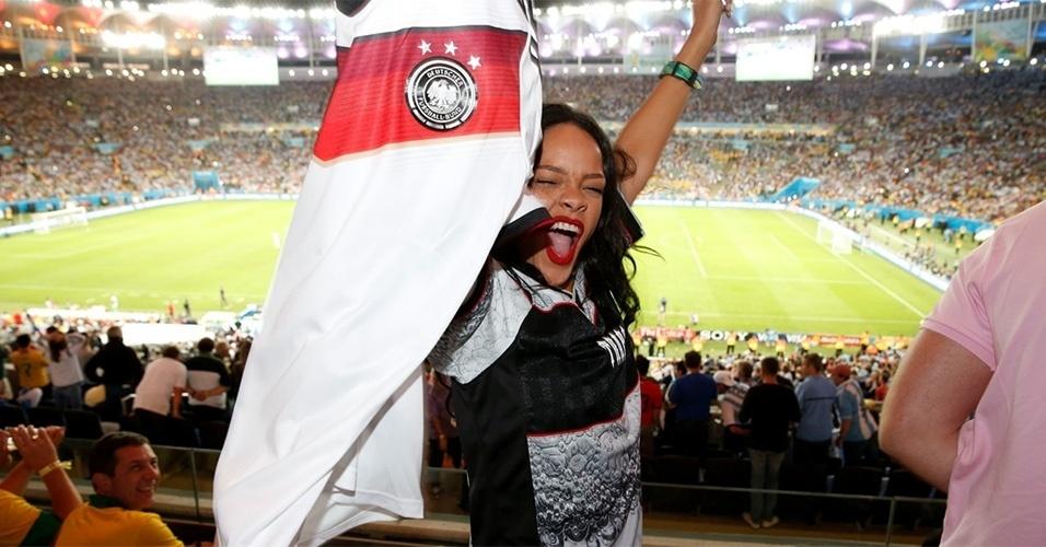 13.jul.2014 - Rihanna comemora a vitória da Alemanha na Copa do Mundo