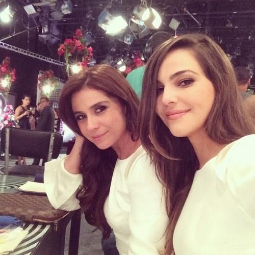 14.jul.2014 - Giovanna Antonelli e Tainá Muller gravaram cenas do casamento de Clara e Marina. As atrizes aproveitaram intervalo para posarem juntas para foto