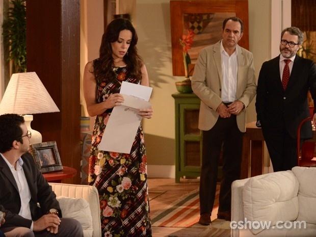 Juliana recebe o envelope com o resultado do exame de paternidade de Bia