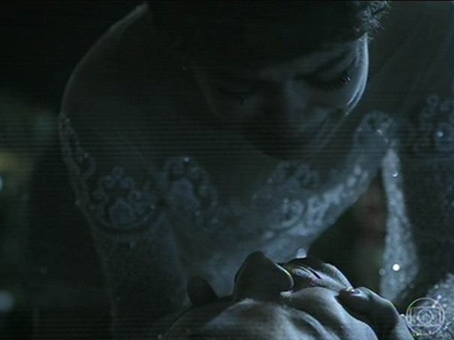 14.jul.2014 - Duda se desespera ao ver o corpo de Bruno