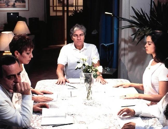 """Ary Fontoura, Tania Scher, Claudio Cavalcanti e Suzy Rego em cena de """"A Viagem"""""""