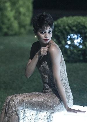 """Duda, interpretada por Sophie Charlotte na novela """"O Rebu"""", usará o mesmo vestido dourado em todos os capítulos - Divulgação/TV Globo"""