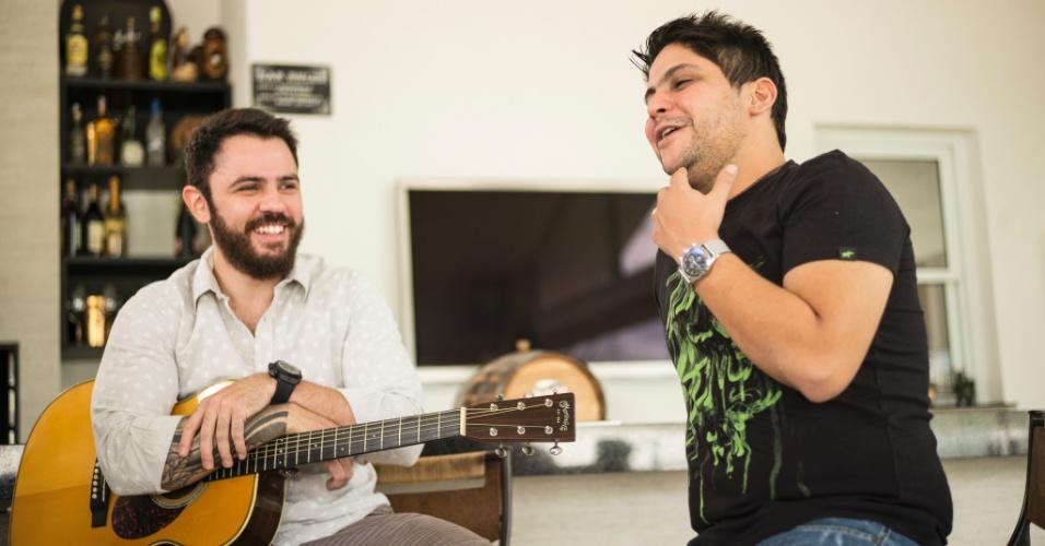 """16.jul.2014 - Jorge e Mateus participam do quadro """"Bem Sertanejo"""", do """"Fantástico"""""""