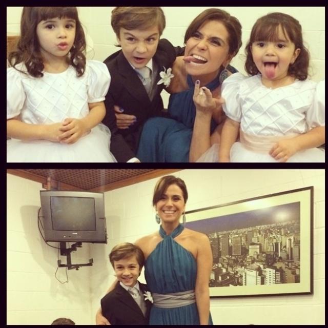 """16.jul.2014-Giovanna Antonelli divulgou uma imagem com as crianças da novela """"Em Família"""". Tudo indica que a foto é de uma festa da trama pelos trajes de gala da atriz e dos atores mirins"""