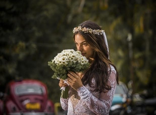 """Isis Valverde interpreta a jovem Sandra em """"Boogie Oogie"""" que perde o noivo no dia do seu casamento"""