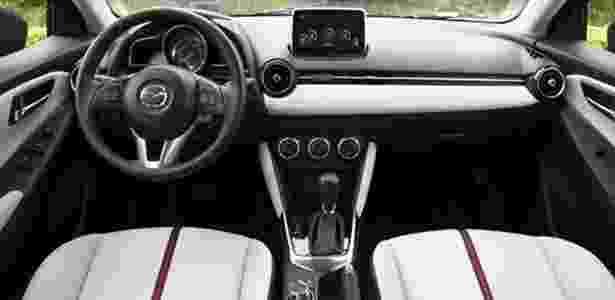 Por ser um carro global, painel tem de ser simétrico (para mão comum e inglesa) - Autoexpress.com - Autoexpress.com