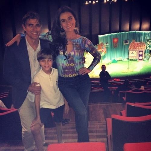 """17.jul2014- Giovanna Antonelli mostra bastidores de gravações de capítulo final de """"Em Família"""" ao lado dei Gianecchini e Vitor Figueiredo: """"Amores! Trabalhando. Último dia juntos!"""", escreveu a atriz no Instagram"""