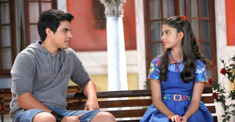 João Pedro conversa com Mili no orfanato