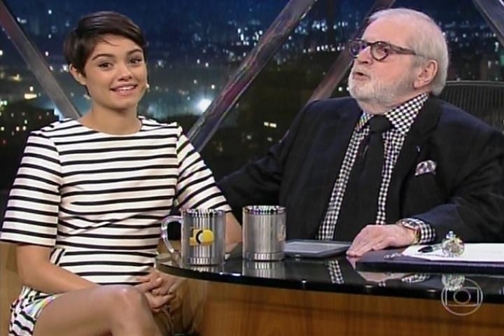 """17.jun.2014 - Sophie Charlotte conversa com Jô Soares sobre suas cenas sensuais em """"O Rebu"""""""