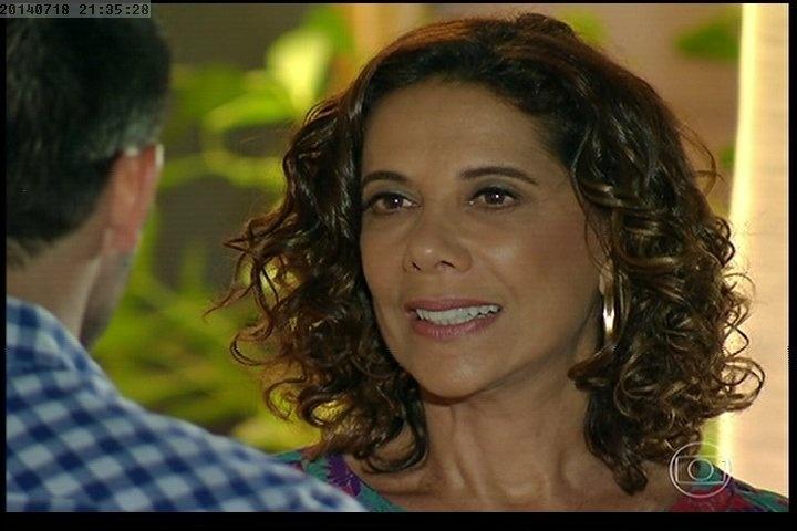18.jul.2014 - Branca zomba de André e diz que a verdadeira mãe dele é uma empregada que está morta