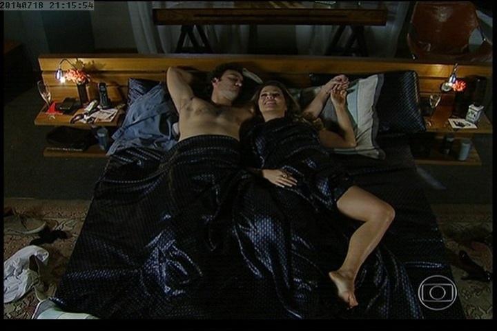 18.jul.2014 - Shirley e Laerte transam e ela relembra noite em que ela engravidou