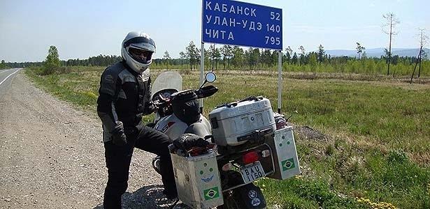 Empresário João Batista Lima cruzou a Rússia numa BMW  R 1150 GS em 2009: alfabeto, distâncias e fuso-horários são pontos cruciais de adaptação - Arquivo pessoal