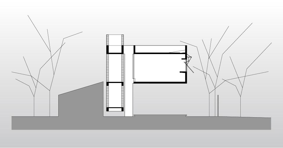 No corte é possível observar o volume em balanço (à dir.) que abriga quase a totalidade dos ambientes da House in the Air, no Paraguai