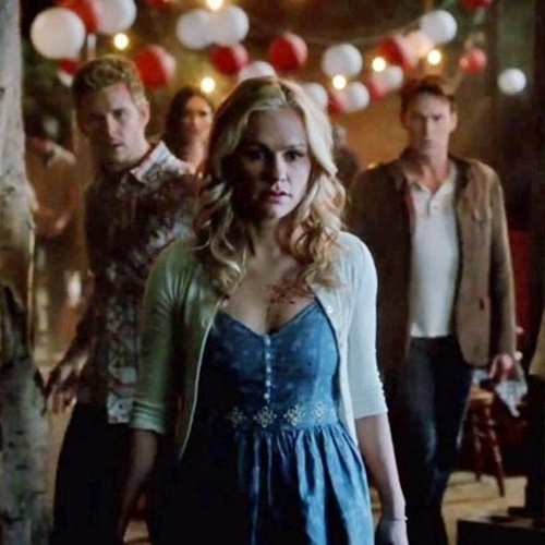 """Na sétima temporada de """"True Blood"""", uma festa termina com vários mortos por contaminação"""