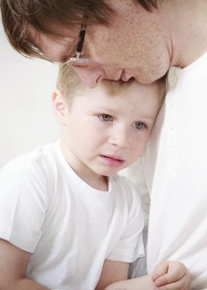 Pais não precisam esconder problemas das crianças, mas não podem esperar delas amparo - Getty Images