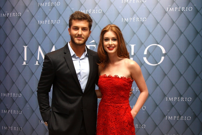 19.jul.2014 - Klebber Toledo e Marina Ruy Barbosa prestigiaram a festa de lançamento da novela